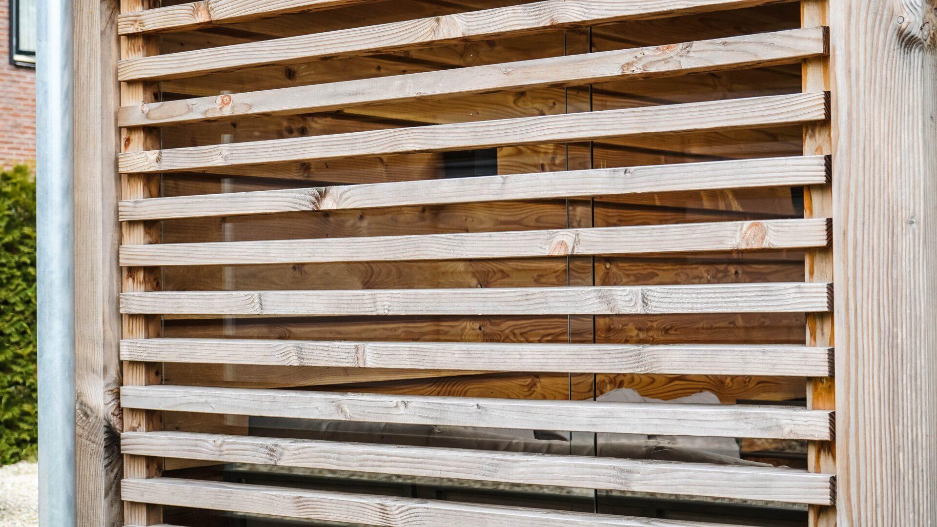 Buitenverblijf-tuinhuis-aanbouw-hout